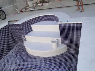 Reforma de residência: Banheiros  por Hilda Paiva arquitetura e construção Ltda