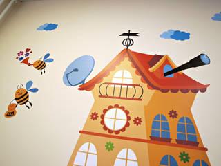 """Оформление стен в детском центре """"Улей"""" Детские комната в эклектичном стиле от 33dodo Эклектичный"""