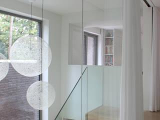 Modern corridor, hallway & stairs by studio k interieur en landschapsarchitecten Modern
