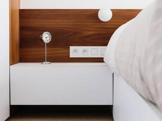 Modern style bedroom by studio k interieur en landschapsarchitecten Modern
