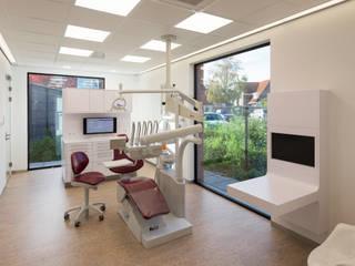 モダンな医療機関 の Van der Schoot Architecten bv BNA モダン