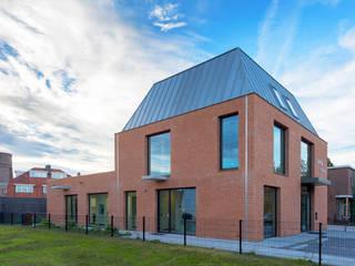Clínicas modernas por Van der Schoot Architecten bv BNA Moderno