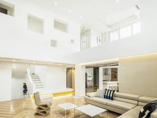Salones de estilo moderno de 지오아키텍처 Moderno