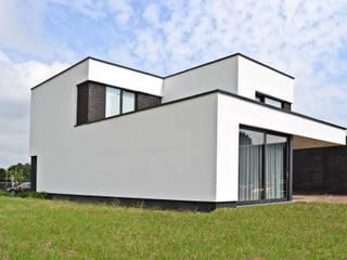 Case in stile minimalista di FWP architectuur BV Minimalista