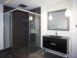 Grupo Inventia Baños de estilo clásico Azulejos Negro