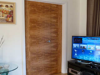 Olive Tree Veneered Doors Moderne Fenster & Türen von Evolution Panels & doors Modern