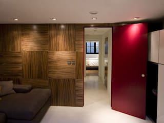 Walnut Panels and deep pink doors モダンな 窓&ドア の Evolution Panels & doors モダン