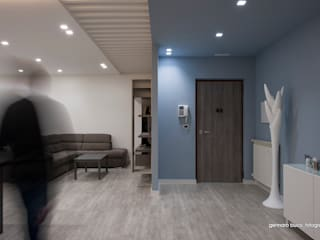 Modern corridor, hallway & stairs by maps_architetti Modern