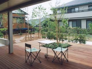 書庫&車庫の増築|北デッキの家 モダンデザインの テラス の シーズ・アーキスタディオ建築設計室 モダン