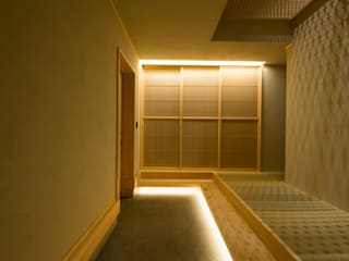 Modern Corridor, Hallway and Staircase by 株式会社スタジオ・チッタ Studio Citta Modern