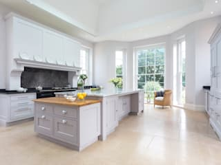 Classic style kitchen by Lewis Alderson Classic