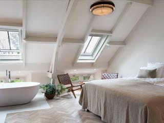 Vintage design meubels in luxe suite van De Witte Dame in Abcoude:   door MARIEKKE vintage