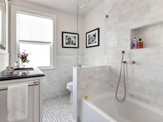 Kids' Bath:  Bathroom by Clean Design