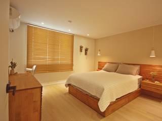 [홈라떼] 신혼부부의 포근한 20평대 아파트 홈스타일링: homelatte의  침실