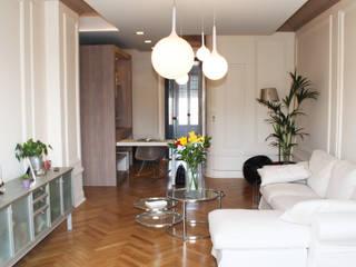 appartement haussmannien rénové à Lyon 06: Salon de style  par Koya Architecture Intérieure, Classique