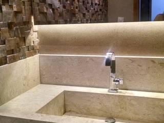 Apartamento Joyce e Lucciano: Banheiros  por Mariana Mendonça Arquitetura