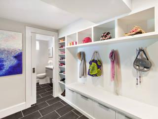 Clean Design Modern corridor, hallway & stairs