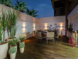Cris Nunes Arquiteta Classic style balcony, porch & terrace