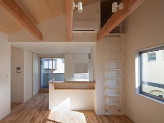 焼杉を使った店舗付き住宅|世田谷のShop&House モダンな キッチン の シーズ・アーキスタディオ建築設計室 モダン