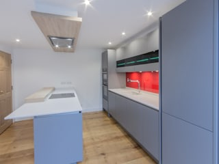 Grey and Red Modern kitchen by Eco German Kitchens Modern