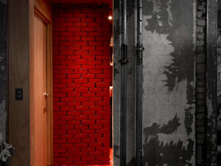 STARSIS Industrial style bathroom Bricks Red