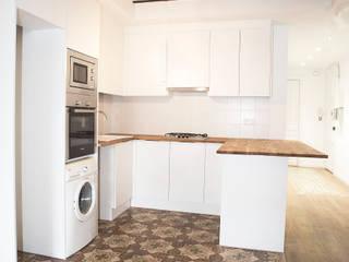 Grupo Inventia Cocinas de estilo clásico Compuestos de madera y plástico Blanco