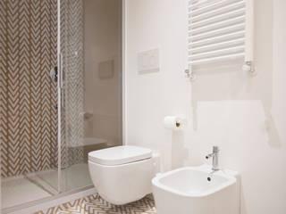 IL BAGNO: Bagno in stile in stile Moderno di Archenjoy - Studio di Architettura -