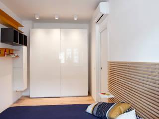 LA CAMERA DA LETTO Camera da letto moderna di ArchEnjoy Studio Moderno Legno Effetto legno