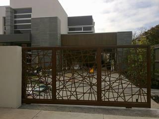 Jardines de estilo moderno de NATUREL METAL FERFORJE Moderno