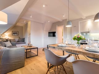 Salas de estar  por Home Staging Sylt GmbH, Campestre