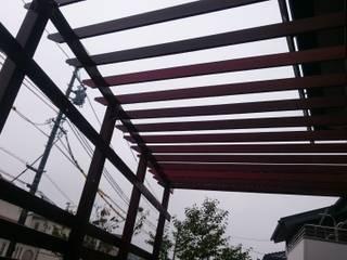 台形パーゴラ カントリーデザインの テラス の 合同会社 サイプレスMiyaby カントリー