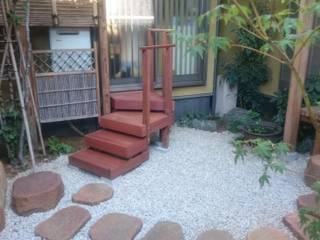 中庭の階段 クラシカルな 庭 の 合同会社 サイプレスMiyaby クラシック