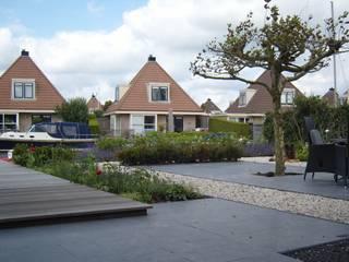Tuin aan het water: moderne Tuin door Joke Gerritsma Tuinontwerpen
