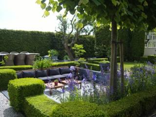 Moderne zitkuil in eigen tuin: moderne Tuin door Joke Gerritsma Tuinontwerpen