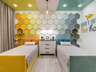 Детская с капелькой мёда: Детские комнаты в . Автор – Школа Ремонта, Модерн