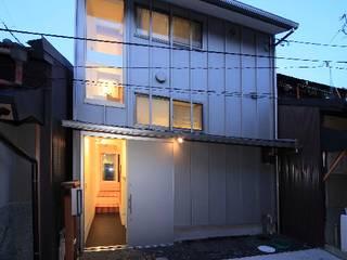 狭くて広い家 オリジナルな 家 の FORMA建築研究室 オリジナル
