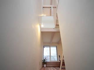 狭くて広い家 オリジナルスタイルの 玄関&廊下&階段 の FORMA建築研究室 オリジナル