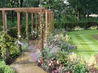 Contemporary Award Winning Garden:  Garden by Dawn Garden Design