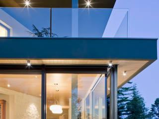 vista notturna: Case in stile  di iarchitects