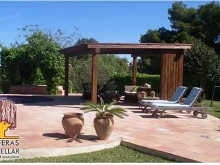 Modern Garden by Maderas Castellar Modern