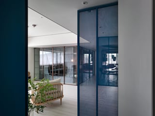 Corridor and hallway by 水相設計 Waterfrom Design,