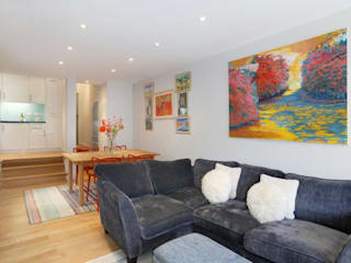 Earlsfield SW18: modern Living room by Clara Bee