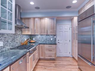 Klassische Küchen von Studio Design LLC Klassisch