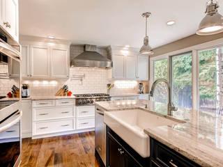 Studio Design LLC Cocinas de estilo clásico
