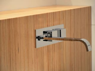 Dynamic444 Modern bathroom Wood