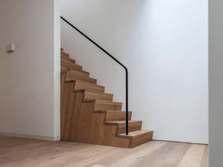 Tim de Graag Koridor & Tangga Modern Kayu Wood effect