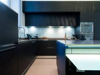 LA CUISINE DANS LE BAIN SK CONCEPT Modern kitchen