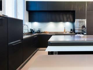 Cuisine ouverte sur salle de séjour Cuisine moderne par LA CUISINE DANS LE BAIN SK CONCEPT Moderne