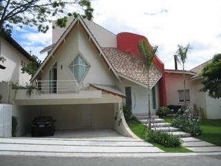 Casa em Alphaville Casas modernas por RMS arquitetura e interiores Moderno