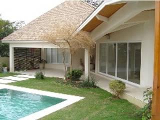 Casa em Alphaville Piscinas modernas por RMS arquitetura e interiores Moderno